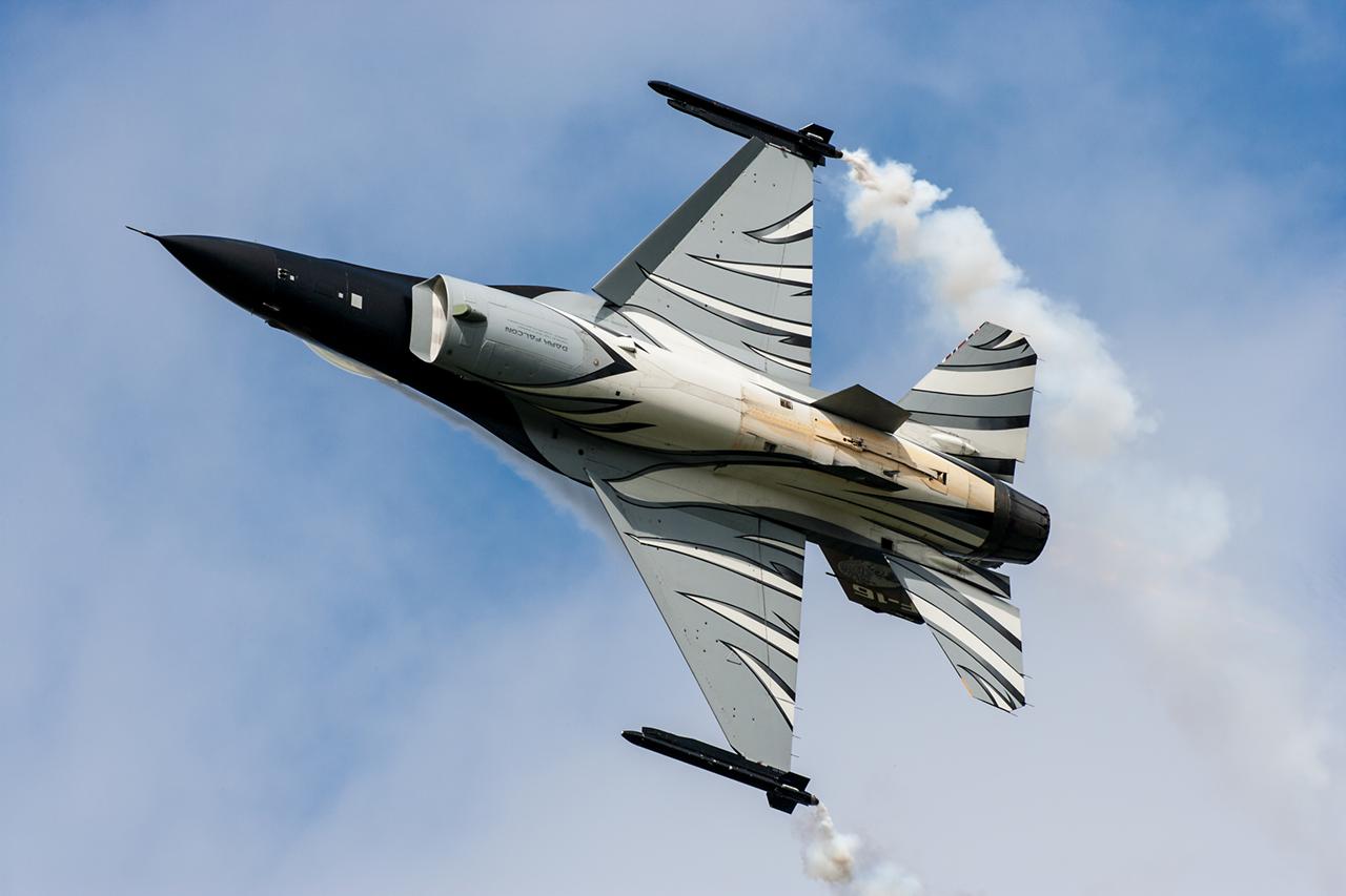 Lockheed Martin F-16MLU VIPER  -  © by Will Moore