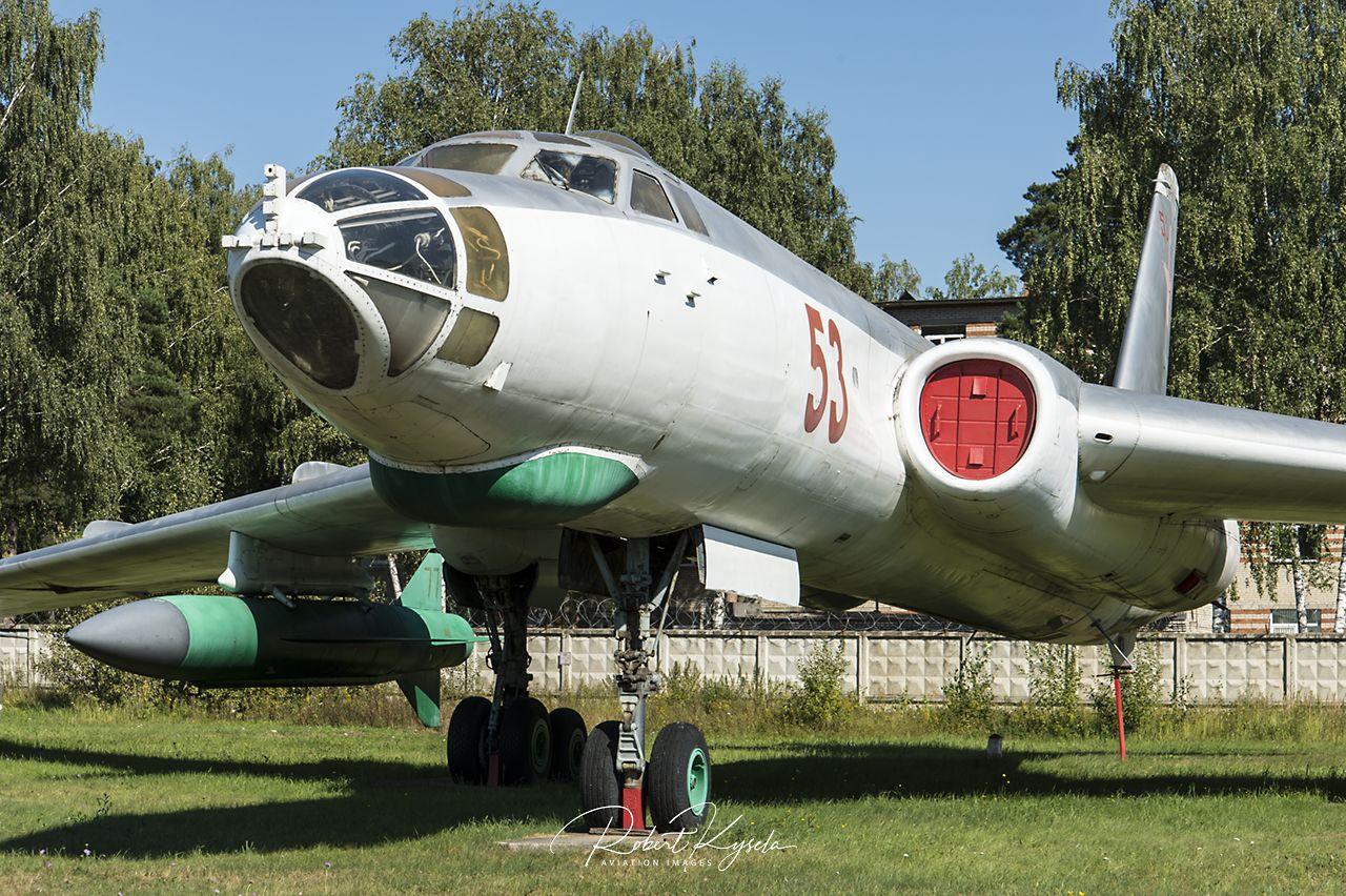 Tupolev Tu-16 (NATO Code: BADGER)   - © by Robert Kysela