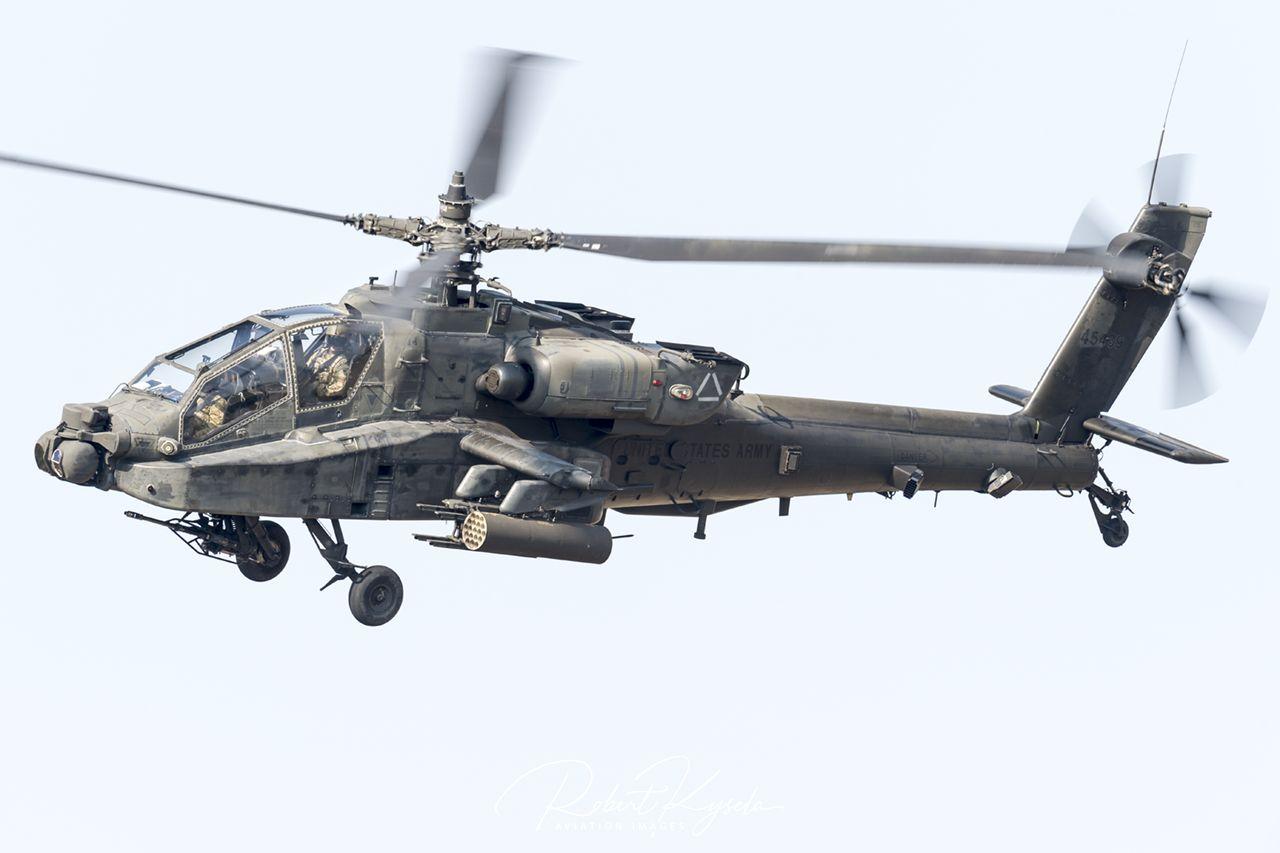 Boeing AH-64D APACHE  -  © by Robert Kysela