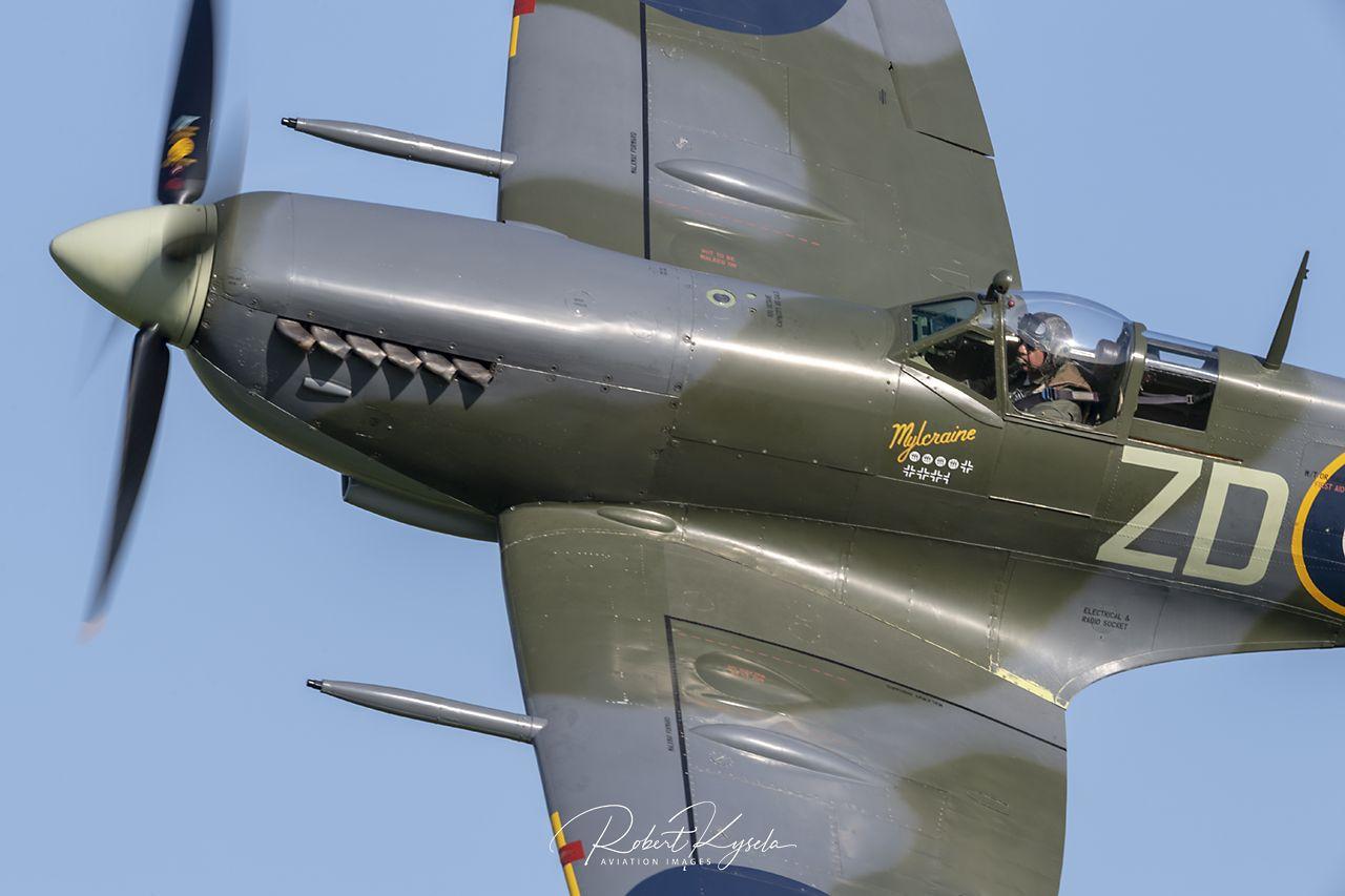 Supermarine SPITFIRE Mk IX   - © by Robert Kysela
