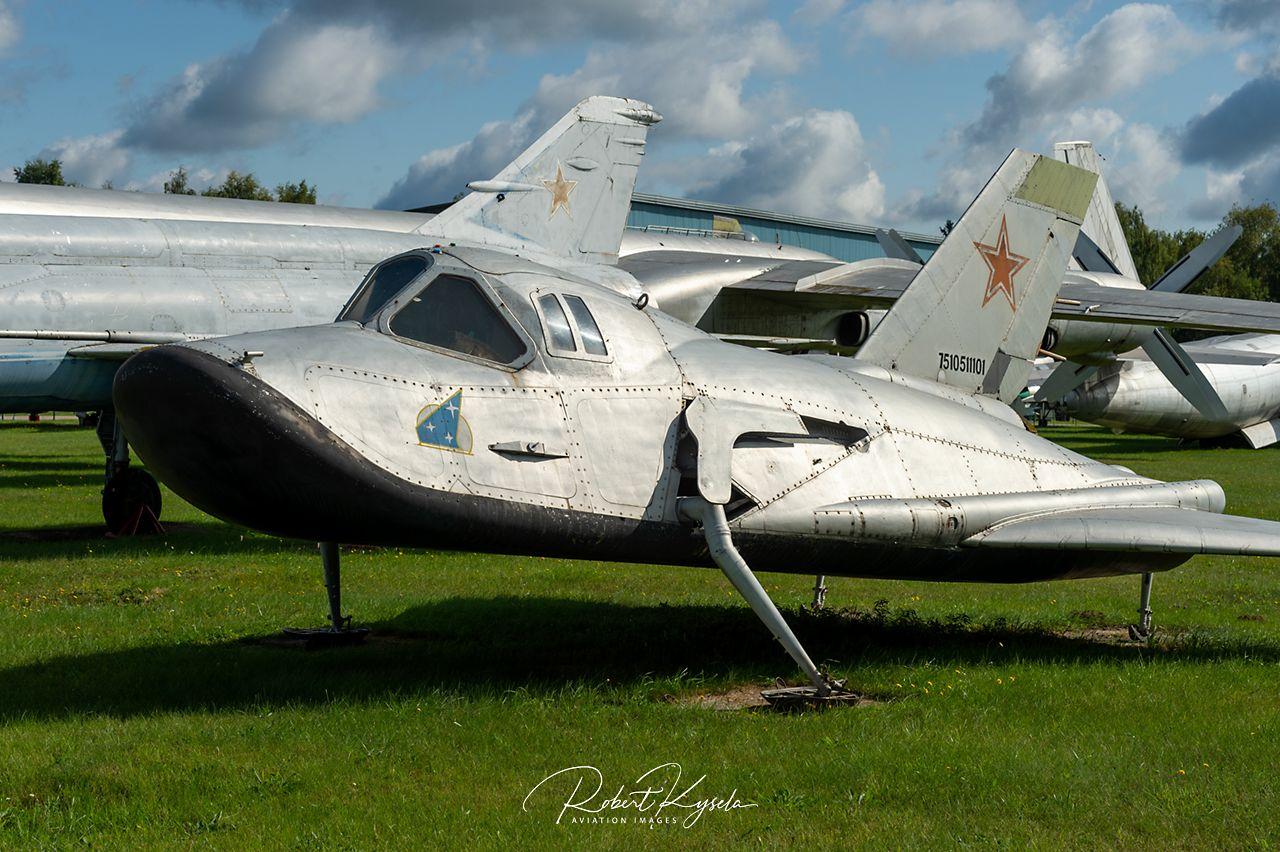 Mikoyan & Gurevich MiG-105-11   - © by Robert Kysela