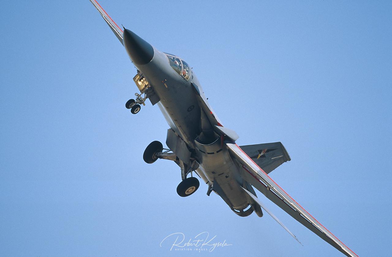 General Dynamics F-111G AARDVARK  -  © by Robert Kysela