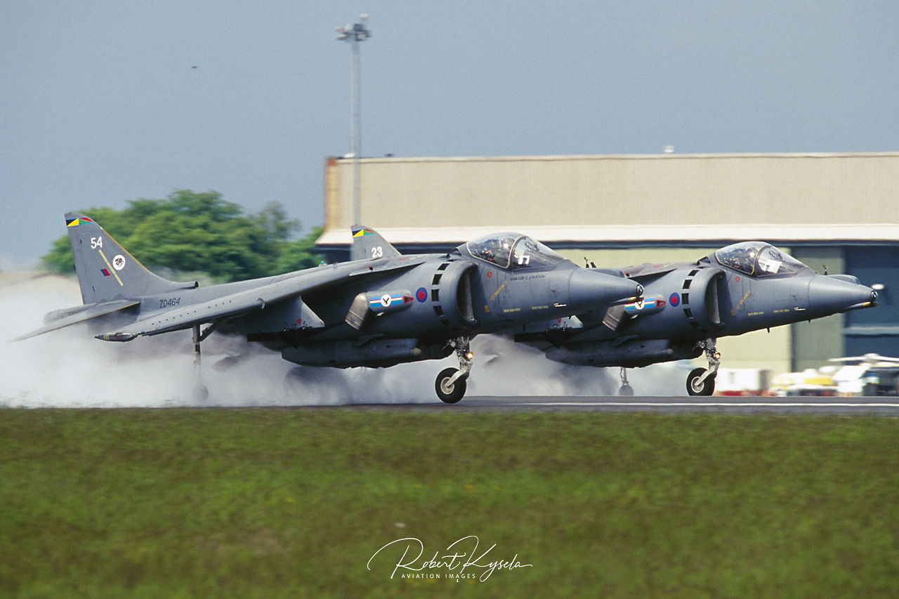 BAe HARRIER Gr.Mk.7  -  © by Robert Kysela