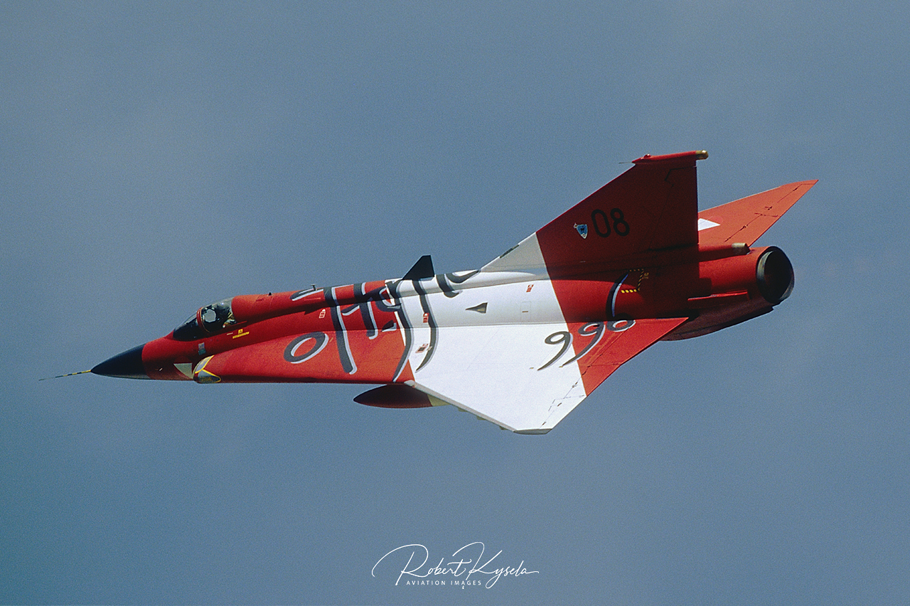 Saab J-35Oe DRAKEN  -  © by Robert Kysela