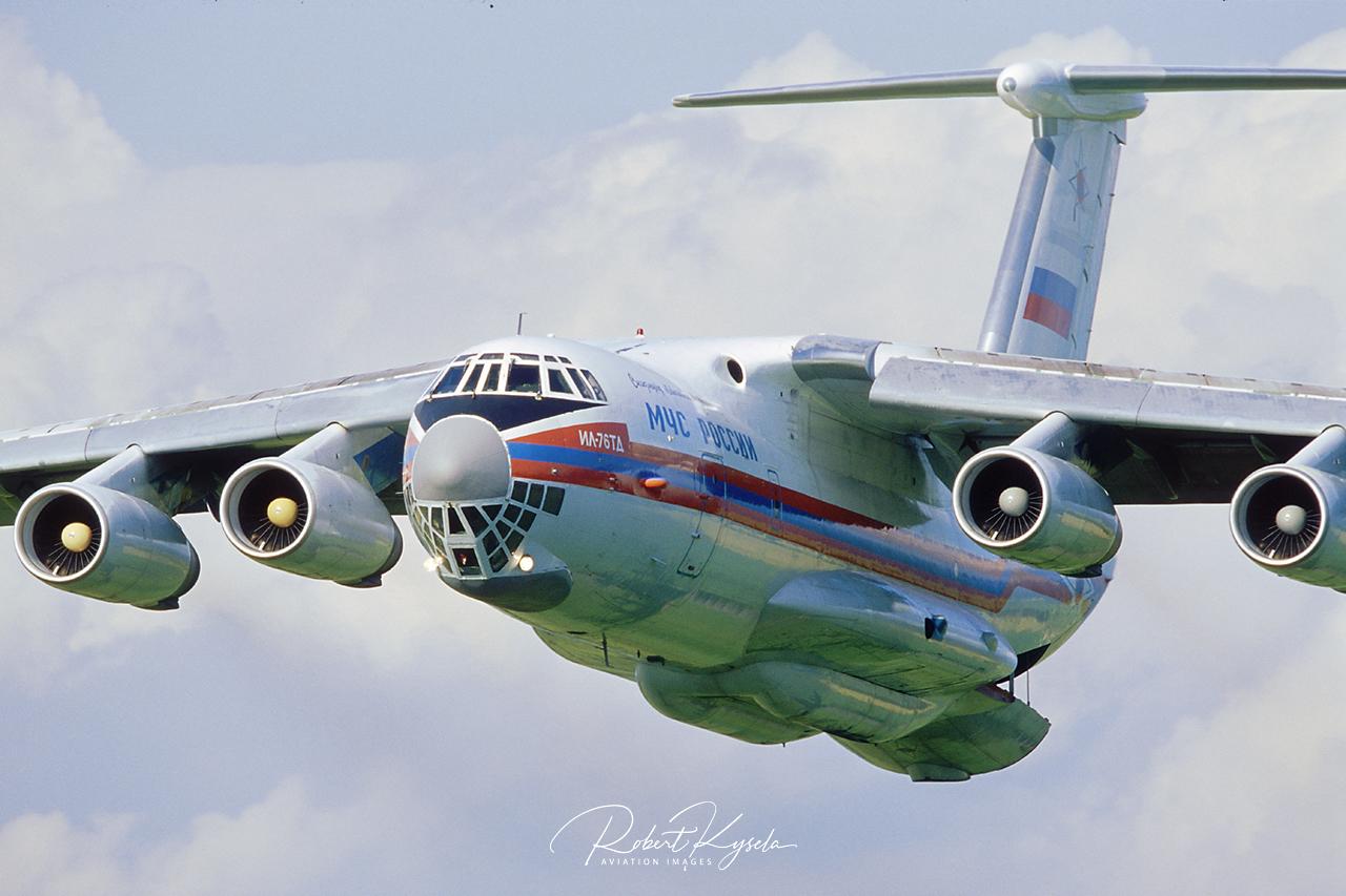 Iljushin Il-76 (NATO Code: CANDID )  -  © by Robert Kysela