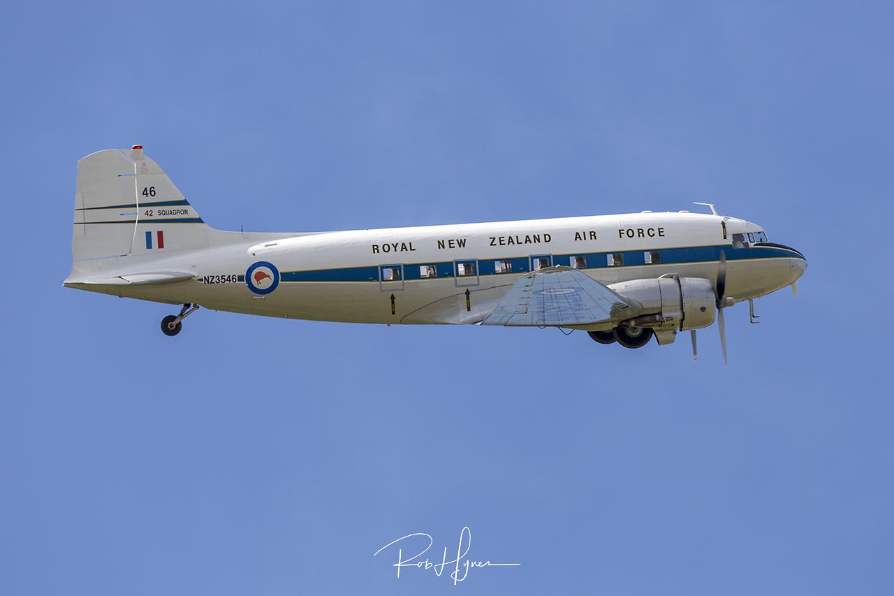 Douglas C-47 DAKOTA   - © by Rob Hynes
