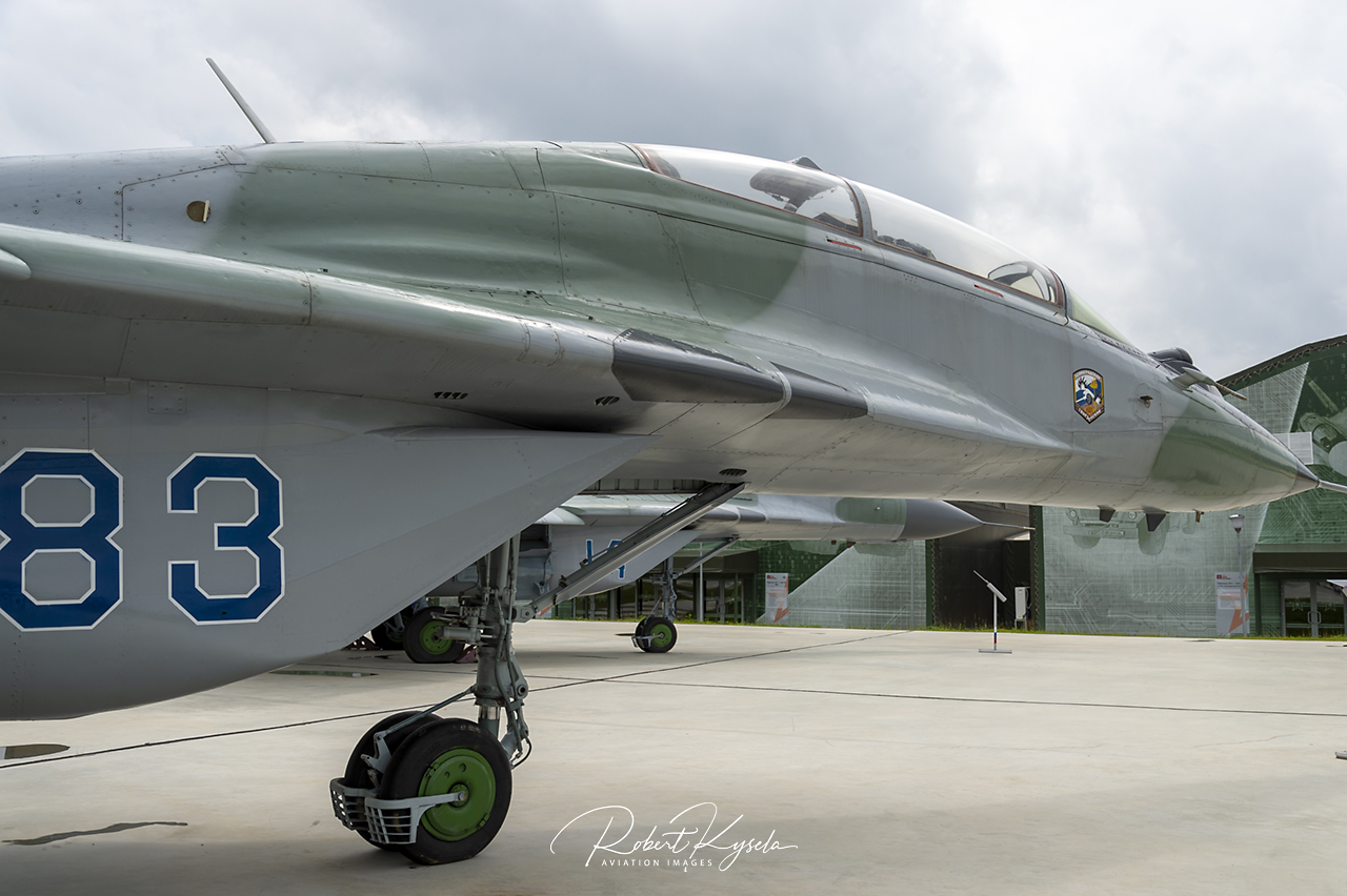 Mikoyan & Gurevich MiG-29UB (NATO Code: FULCRUM-B)   - © by Robert Kysela