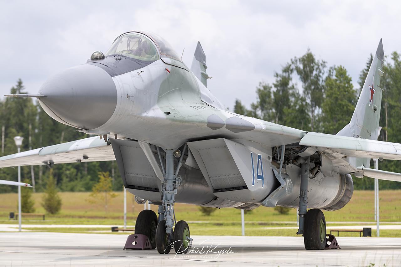 Mikoyan & Gurevich MiG-29A (NATO Code: FULCRUM-A)   - © by Robert Kysela