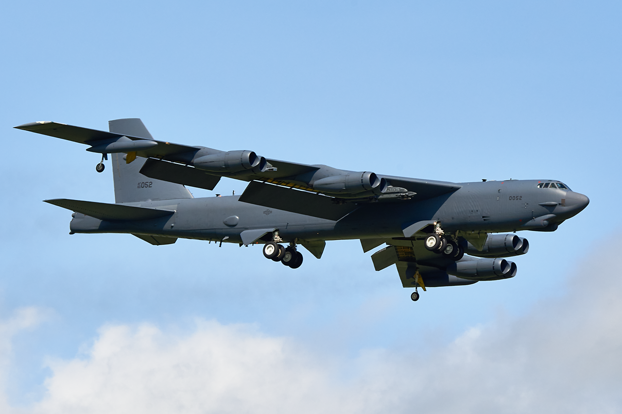 Boeing B-52H STRATOFORTRESS  -  © by Shawn Clish